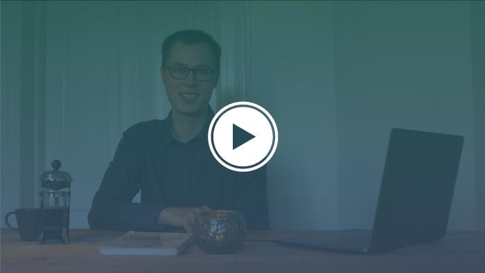 Billede af Mennesker og Jobs praktikant Sebastian. Klik på billedet for at se Sebastians video.